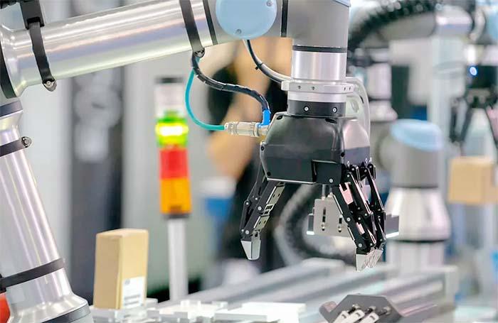 Right Hand Robotics robot with grippper